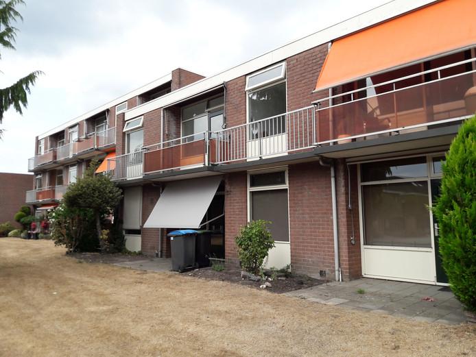 Verscheidene appartementen aan de Duivenlaan in Apeldoorn staan leeg.