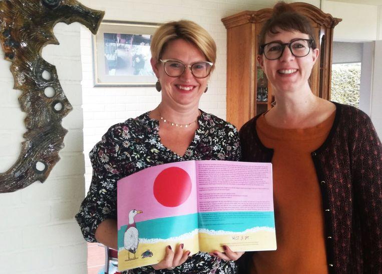 Links auteur Lily C (Peggy Claeys) en rechts illustrator Elke De Jaeger.