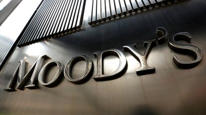 Moody's trekt rating Portugal op