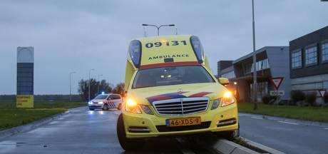 Ambulance in IJsselstein beschadigd op middenberm