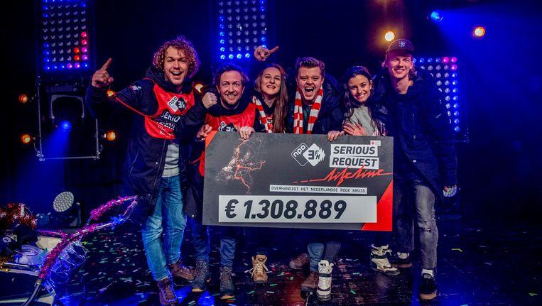 De zes 3FM-dj's maken na een week wandelen het eindbedrag van 3FM Serious Request: Lifeline bekend in TivoliVredenburg. Beeld anp