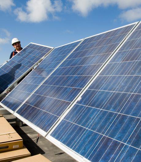 Dak van sporthal in IJsselstein omgeturnd tot zonnestroomcentrale
