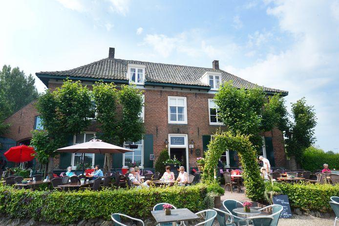 Het populaire terras van 't Veerhuis in Opheusden
