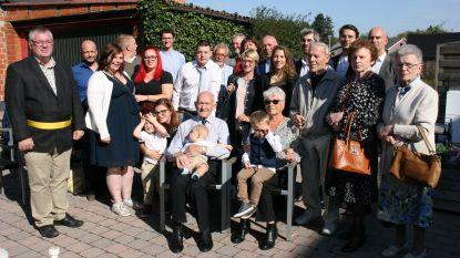 Briljanten bruiloft gevierd met familie