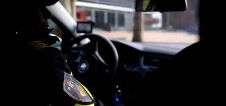 Drie jongens overvallen KPN-winkel in Noord