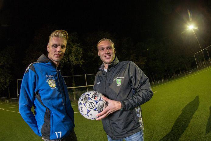 Kevin van Kooij (met bal) speelt volgend seizoen in Apeldoorn bij WSV.