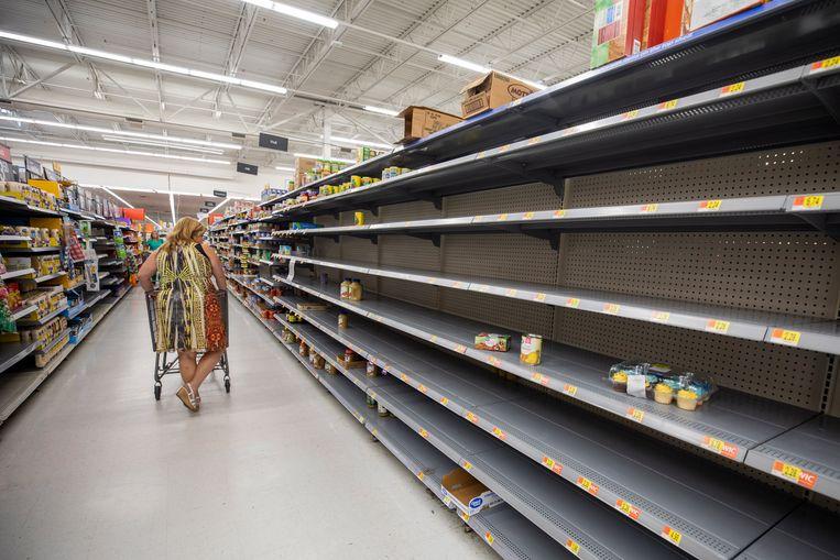 Mensen zijn aan het hamsteren geslagen in Florida als voorbereiding op de orkaan.