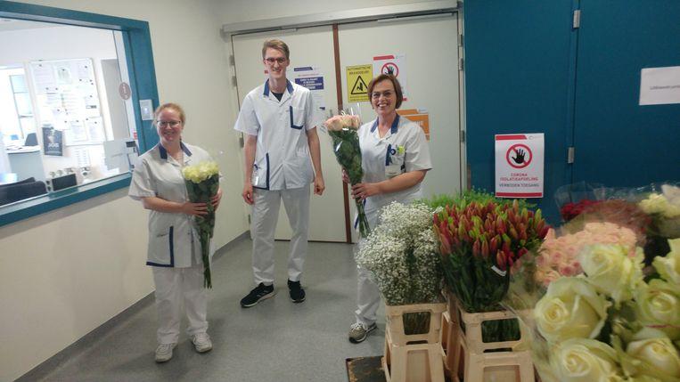 Het verplegend personeel van AZ Jan Palfijn kreeg bloemen van bloemenwinkel Marleentje als bedanking voor hun inzet.