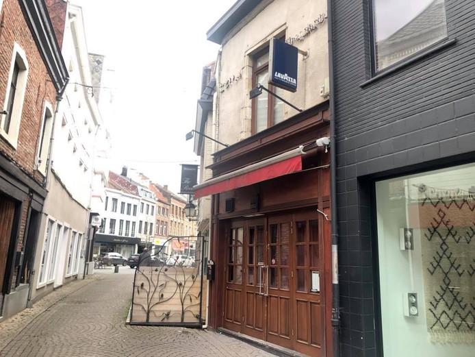 Het café dat gesloten werd.