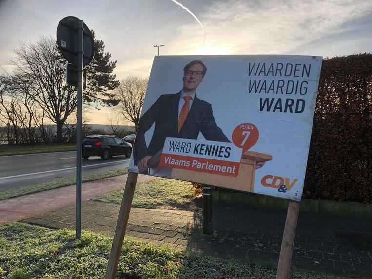Het oude verkiezingsbord van Ward Kennes dat ongewild terug zichtbaar werd