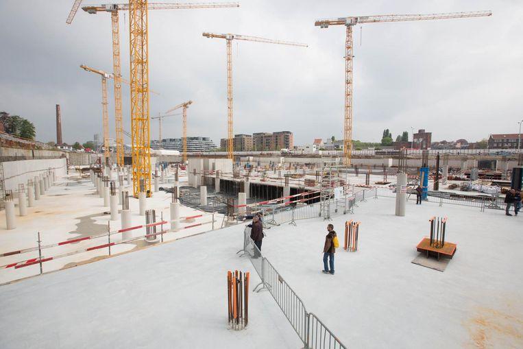 Bezoekers kunnen ook afdalen in de werfput van woon- en winkelproject Quartier Bleu aan de Kanaalkom.