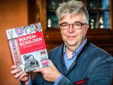"""Brugse stadsgids bundelt wapenschilden in straten in een boek: """"Onmisbaar tijdens een wandeling door Brugge"""""""