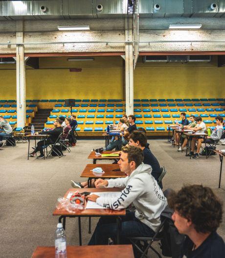 """Studenten van Odisee worden vangnet voor medestudenten: """"Dat kan gaan over praktische vragen, maar ook over samen online studeren of gewoon babbelen"""""""