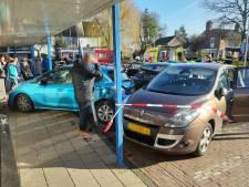 Automobilist ramt twee andere auto's op parkeerplaats bij Action in Dalfsen