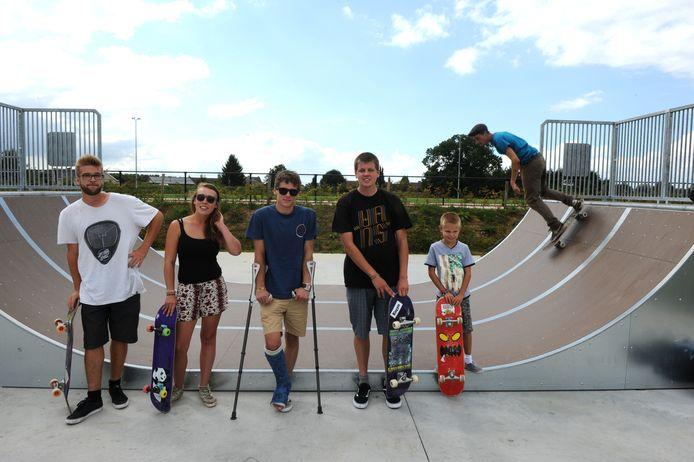 Eefje komt graag met haar vrienden naar het Gooikse skatepark.