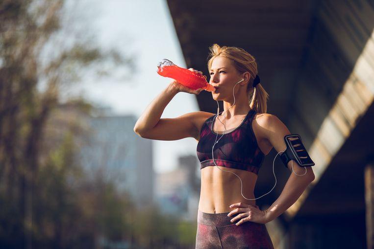 Voedingsdeskundige Julie Turelinckx deed de test: deze sportdrankjes en -gels zijn hun geld waard.