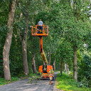 Op Schansbaan wordt gewerkt aan het opruimen stormschade.
