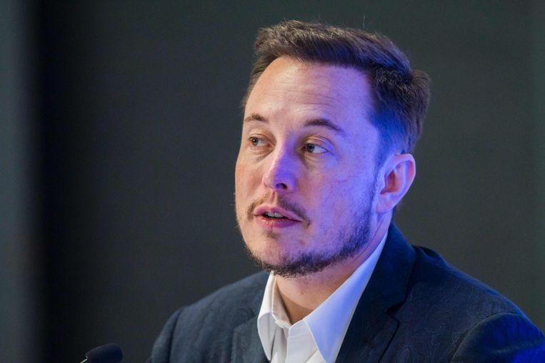 'Tesla-baas Elon Musk kreeg via sociale media steeds meer klachten over het laadgedrag van Tesla-rijders.' Beeld null