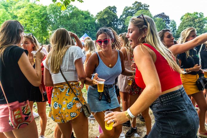 Bier en feesten horen bij het studentenleven. Maar hoe houd je het binnen de perken?