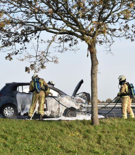 Auto uitgebrand op A32 bij Meppel