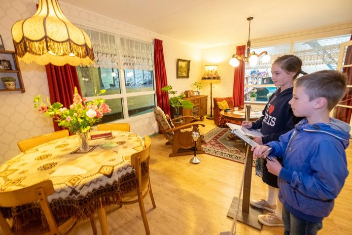 Ruben (8) en Erica (11) in de Deense geschenkwoning.