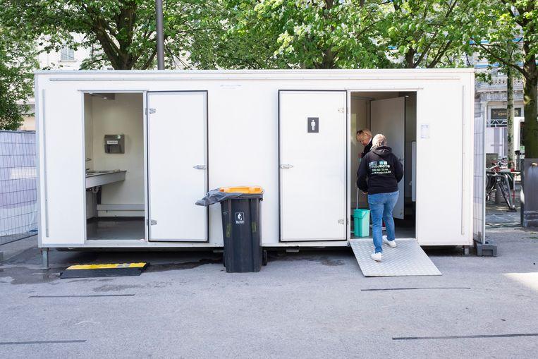 Het stadsbestuur voorziet gratis mobiele toiletten aan de Groenplaats en de Wapper.