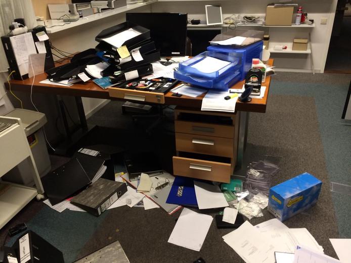 Inbrekers haalden het kantoor van Westland Keukens en Westland Vloer en Raam overhoop.