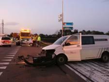Ravage na ongeluk bij Holten, verkeer kan A1 richting Deventer niet meer op