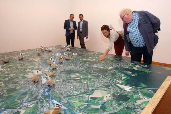 Je kan onder meer een satellietkaart van de streek bewonderen. Daar staan ook alle geplande ingrepen van Project Zennevallei op aangeduid.
