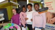 Leerlingen vijfde leerjaar KCD Denderleeuw maken zelf radio bij P.R.O.S. en bellen met Gers Pardoel in Nederland