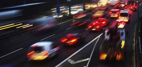 Kettingbotsing met 7 auto's zorgt voor file op A59 bij Oss