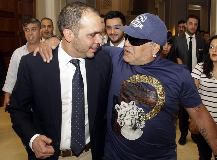 Prins Ali Bin Al-Hussein en de Argentijnse ex-voetballer Diego Maradona. Beeld ANP