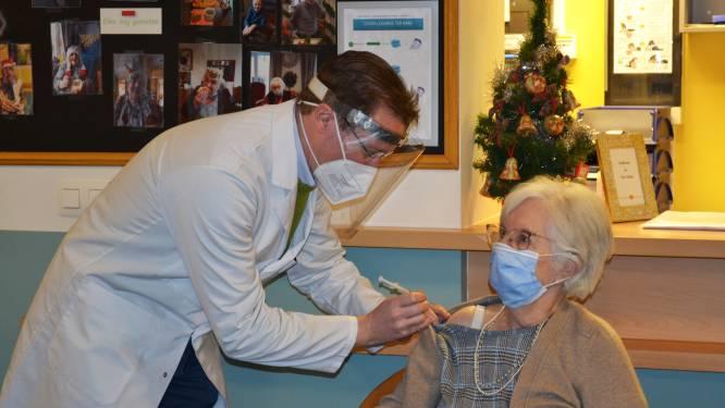 Eerste Denderleeuwenaren gevaccineerd in woonzorgcentrum Ter Bake