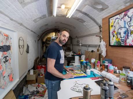 Marcel Reulen maakt kunst van aanplakbiljetten uit de hele wereld