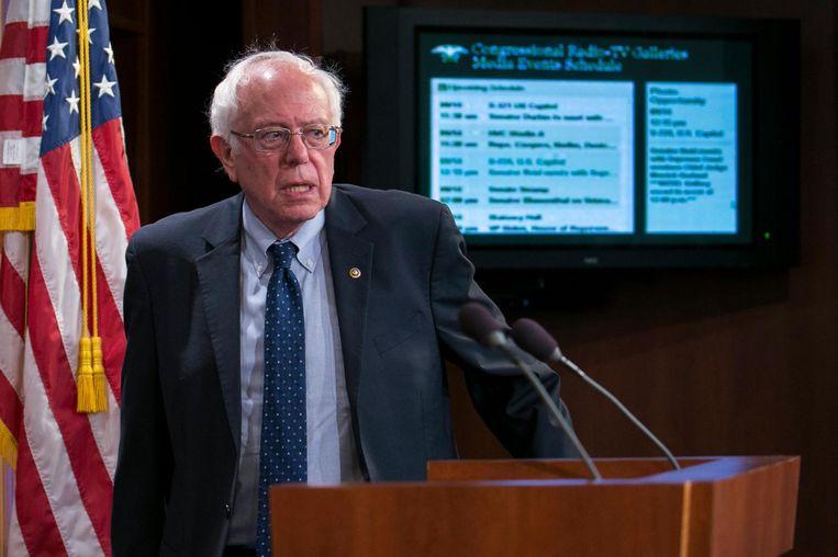 Tot in de zomer liep de bejaarde sociaal-democratische senator Bernie Sanders met zijn links-populistische praatjes Clinton voor de voeten Beeld epa