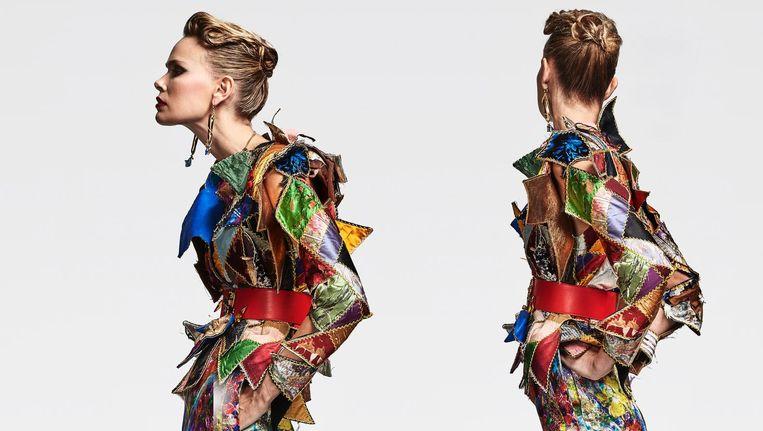 Harlekijnjasje opgebouwd uit stukjes vintage leer en suède, op een rok uit de nieuwe collectie 'Wardrobe four' van Ronald van der Kemp Beeld Marijke Aerden