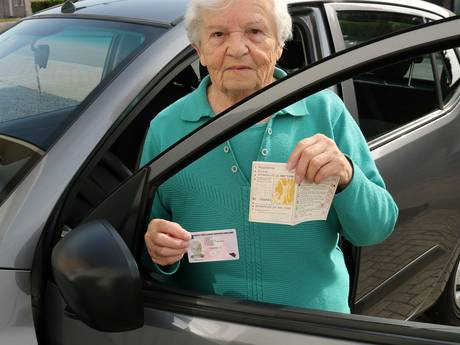 Persoonsverwarring twee Wiskes: Belgische (82) rijdt 60 jaar lang zonder geldig rijbewijs