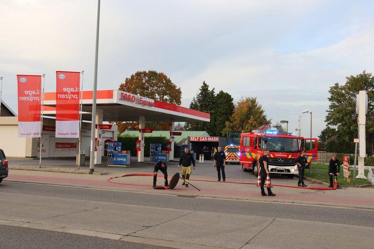 De brandweer was enkele uren in de weer om de rioleringen te spoelen.