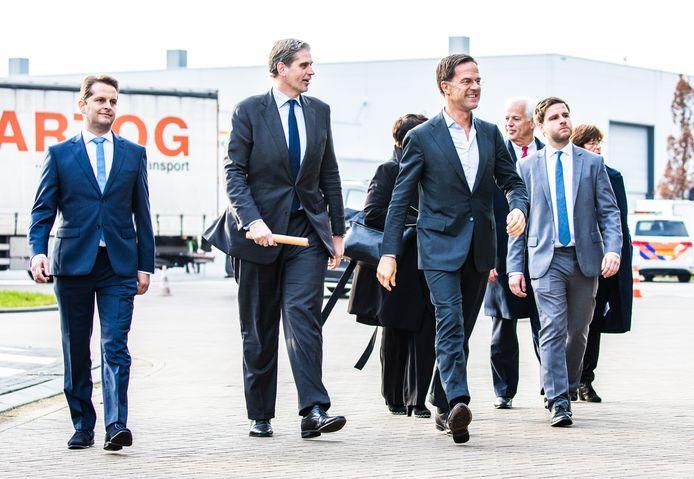 André Flach (links), Wouter Kolff (midden) en Mark Rutte zagen elkaar tijdens een werkbezoek van de premier in december. Als het aan de Drechtsteden ligt wordt er vaker contact gezocht met politiek Den Haag.