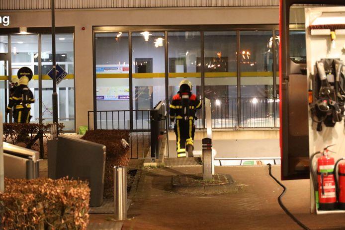 De brandweer werd onwel in een parkeergarage in Waalwijk, waar mogelijk een brand woedt.