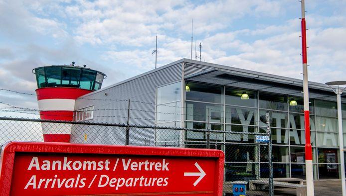 Oene wil zelf metingen uitvoeren naar de gevreesde geluidsoverlast door Lelystad Airport. Daarvoor is 30.000 euro nodig. Maar de gemeente Epe en de provincie Gelderland hebben financiële steun afgewezen.