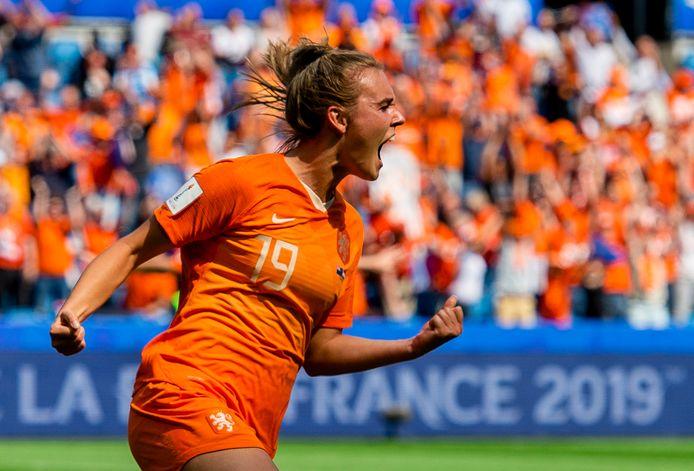 Jill Roord viert haar doelpunt