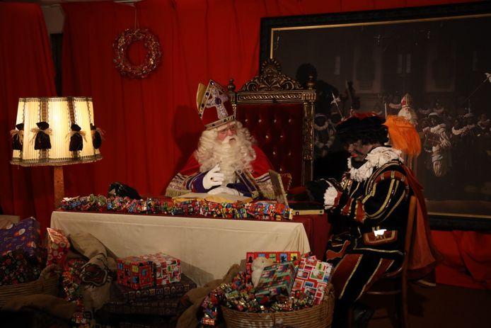 Sinterklaas aan het 'sjetten' met kinderen vanaf een geheime locatie Helmond.
