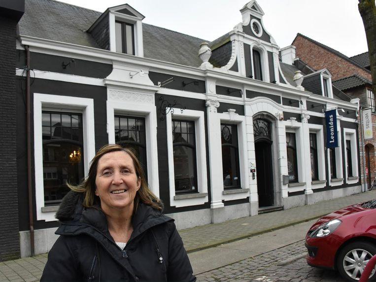 Mirella Van Aart voor haar nieuwe etablissement.
