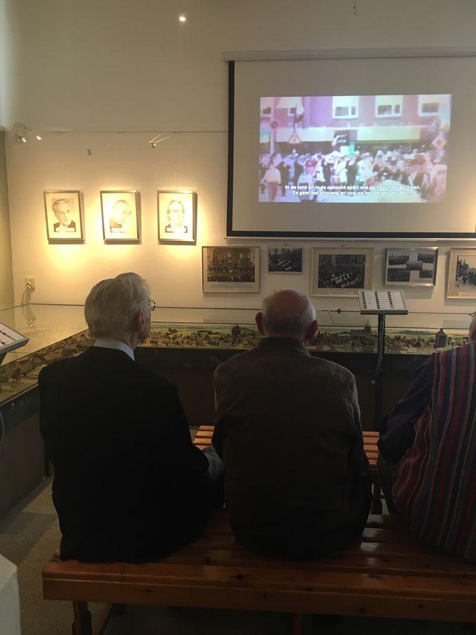 Wim Leetink en Henk Hofmeijer(rechts) bij de opening van de expositie
