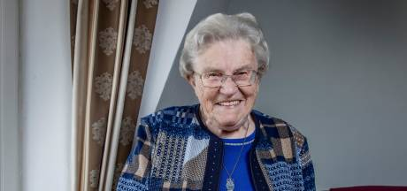 Ria (93): 'Beste koop is m'n smarthorloge dat trilt om me te wekken'
