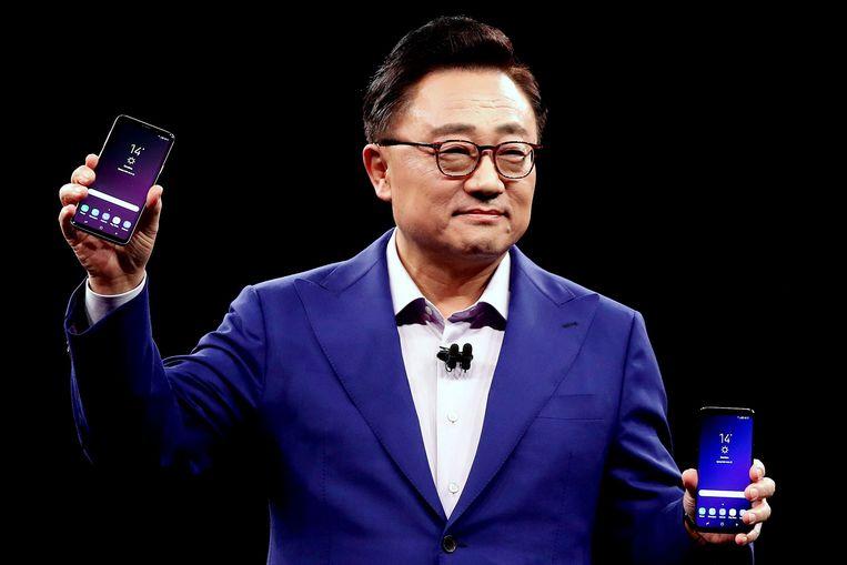 Samsung-baas DJ Koh stelt in Barcelona de Samsung Galaxy S9 en S9+ voor.