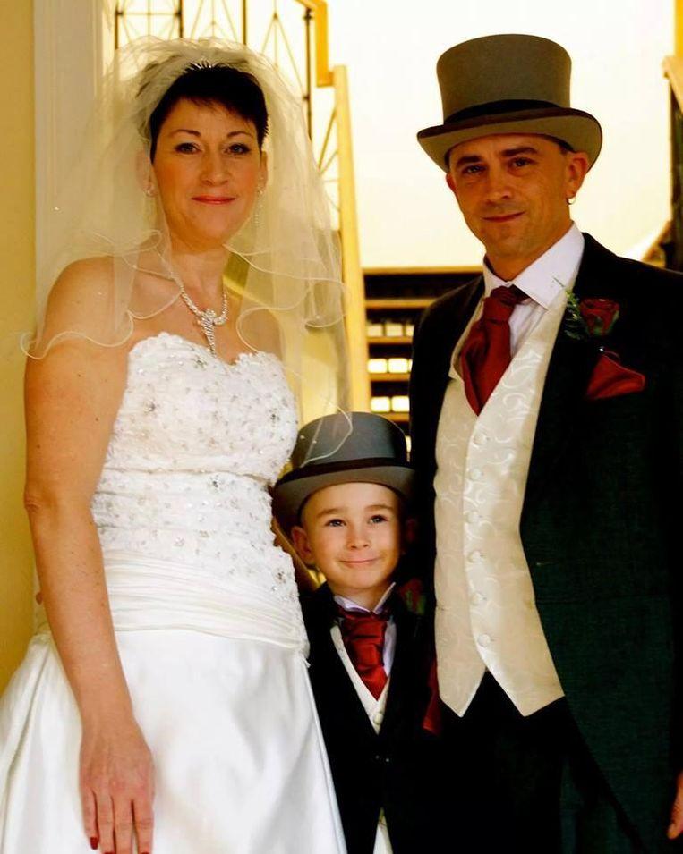 Ben op het huwelijk van zijn moeder en stiefvader.