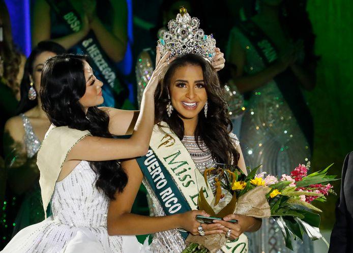 Nellys Pimentel (R) uit Puerto Rico won de Miss Earth 2019-wedstrijd.