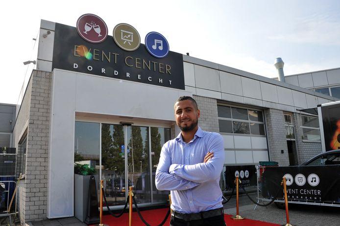Jafar Razaq, eigenaar van Event Center Dordrecht, baalt als een stekker van de strengere maatregelen die het kabinet afkondigde.